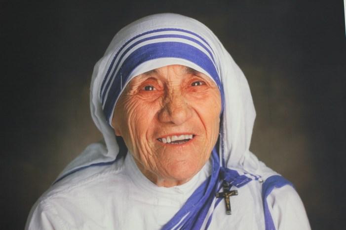 Frases de Mujeres Exitosas. La Madre Teresa de Calcuta. División Pyme y Mujer de Acción.
